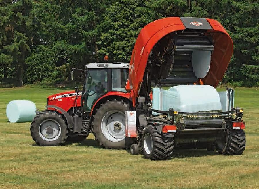 Kompakte und leichte Press-Wickelkombination (3,5 Tonnen) – geeignet für Einsätze auf hügeligem Gelände und auf kleineren Parzellen mit engen Zufahrten ...
